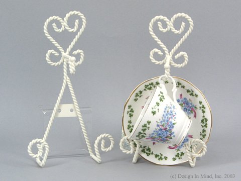 White twist cup/saucer wall rack