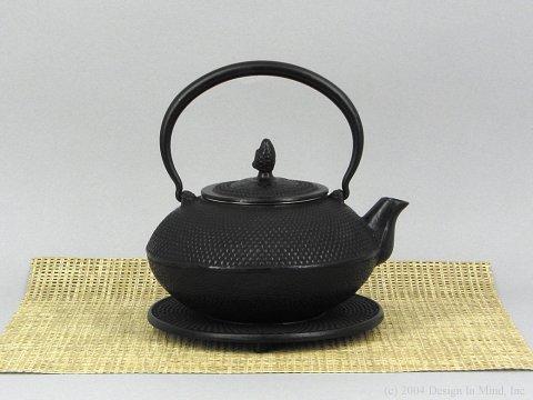 Cast Iron Teapot - Hobnail & trivet