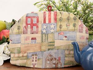 Tea cosies made with American classic cotton prints.