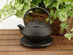 Cast iron teapots hold heat much longer than other materials!