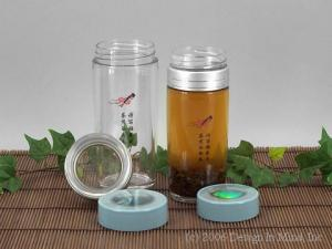 The Chinese way to have fresh loose leaf tea on the go.